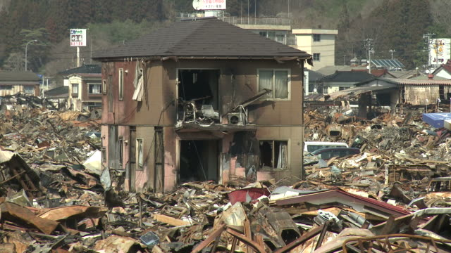 stockvideo's en b-roll-footage met destruction in rikuzentakata, iwate prefecture, japan on 2nd april 2011; 3 weeks after the tsunami following the tohuku earthquake of march 2011. - vernieling