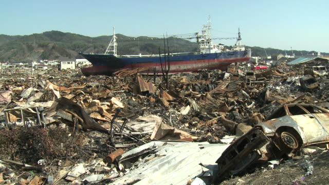 vídeos y material grabado en eventos de stock de destruction in rikuzentakata, iwate prefecture, japan on 2nd april 2011; 3 weeks after the tsunami following the tohuku earthquake of march 2011. - maremoto