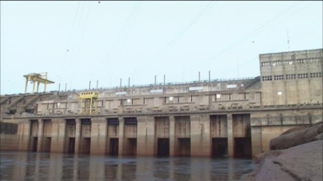 vidéos et rushes de destruction of forest hydroelectric power station dam rondonia - barrage