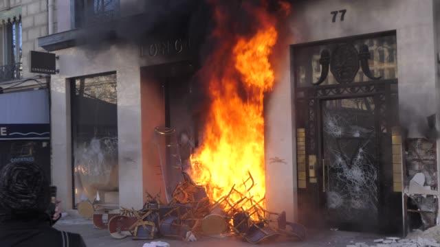 Destruction of Longchamp shop during Paris yellow jacket riot