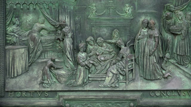 detail at main entrance gate of santa maria assunta cathedral, campo dei miracoli, pisa, tuscany - pisa cathedral stock videos & royalty-free footage