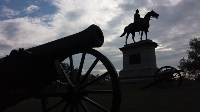 stockvideo's en b-roll-footage met detail of a canon on stevens knoll at the gettysburg national military park on august 11, 2020 in gettysburg, pennsylvania. the park is one of the... - gettysburg