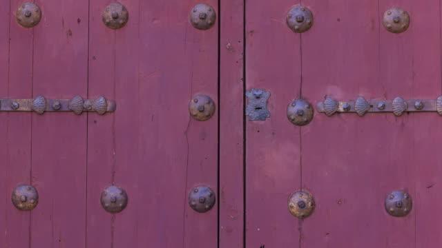 vídeos y material grabado en eventos de stock de detail of a door in salamanca city, salamanca province, castilla y leon, spain, europe - salamanca