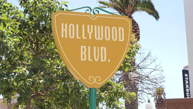 stockvideo's en b-roll-footage met detail of a hollywood boulevard sign at parque warner madrid on july 30, 2021 in san martin de la vega, spain. the theme park was inaugurated on... - boulevard