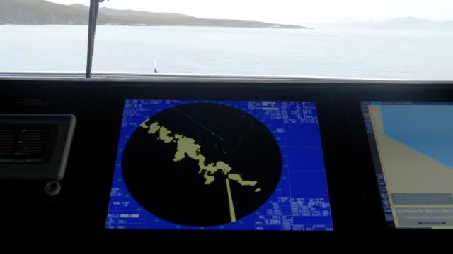 vídeos y material grabado en eventos de stock de detail of a radar on a cruise ship bridge - pasear en coche sin destino