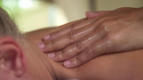 vídeos y material grabado en eventos de stock de detail of a woman getting a massage at a resort spa. - balneario spa