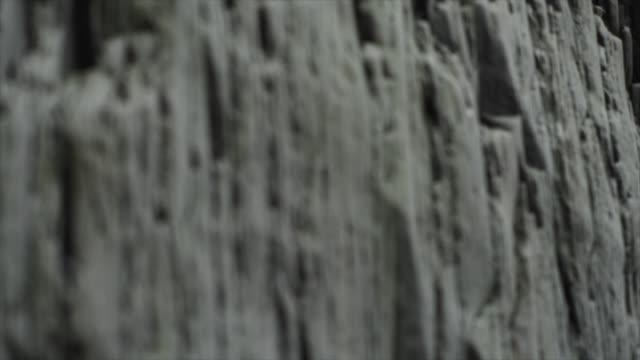 detail of basalt stack columns at reynisdrangar, iceland, europe. - felsformation stock-videos und b-roll-filmmaterial