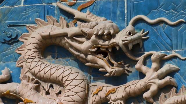 cu, zo, detail of blue glaze tiled nine-dragon wall, beihai park, beijing, china - 竜点の映像素材/bロール