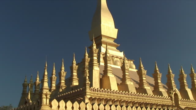 ms zi cu detail of buddhist stupa / vientiane, laos - stupa stock videos & royalty-free footage