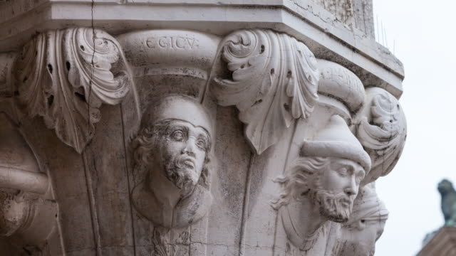 detail of capital in st mark's square - anthropomorph stock-videos und b-roll-filmmaterial