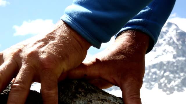 ディテールの凱旋スケーリング急峻なロック ridge - achievement点の映像素材/bロール