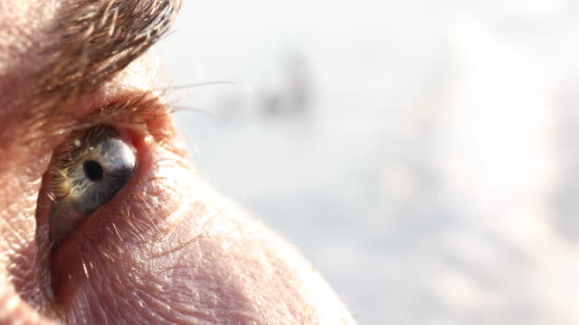 vidéos et rushes de detail of man's eye with surf behind - perception sensorielle