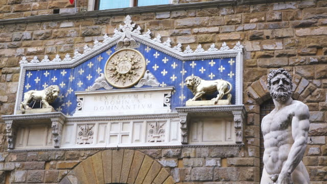 ms detail of palazzo vecchia / florence, tuscany, italy - animal representation stock videos & royalty-free footage
