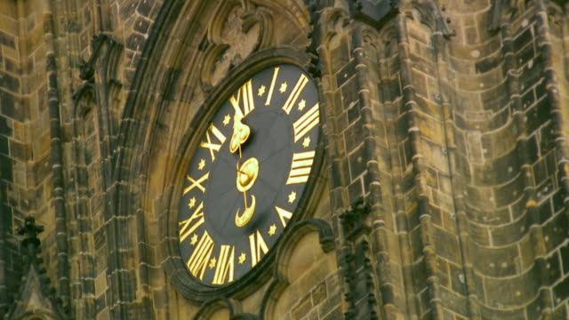cu la pan detail of st. vitus cathedral clock tower / prague, czech republic - praga video stock e b–roll