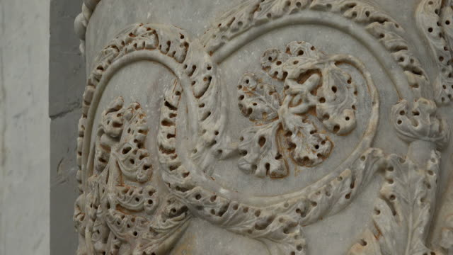 detail of stonemasonry at western portal of santa maria assunta cathedral, campo dei miracoli, pisa, tuscany - pisa cathedral stock videos & royalty-free footage