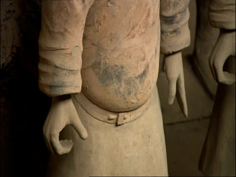 cu detail of terracotta warrior, hands and belt line, museum of qin, xian, china - terrakotta armee stock-videos und b-roll-filmmaterial