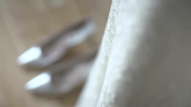 Détail de robe de mariée blanche