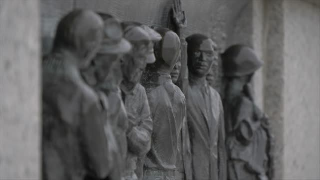 detail on world war ll memorial on the national mall, washington dc, united states of america, north america - war memorial stock videos & royalty-free footage