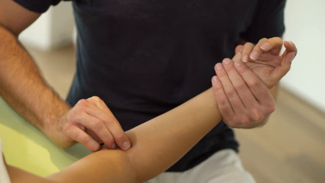 detail physiotherapist at work