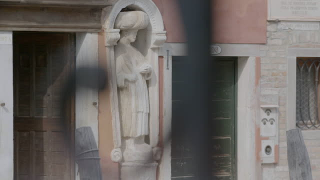 CU R/F Details of buildings along canals, statue / Venice, Italy
