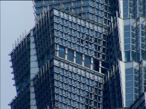 details of geometric sections of jin mao tower shanghai - fensterfront stock-videos und b-roll-filmmaterial