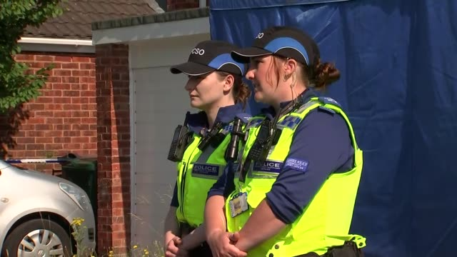 detectives search home of nurse arrested over baby deaths; england: cheshire: chester: ext gvs gvs police outside tent/ gvs police walking inside the... - 英チェシャー州点の映像素材/bロール