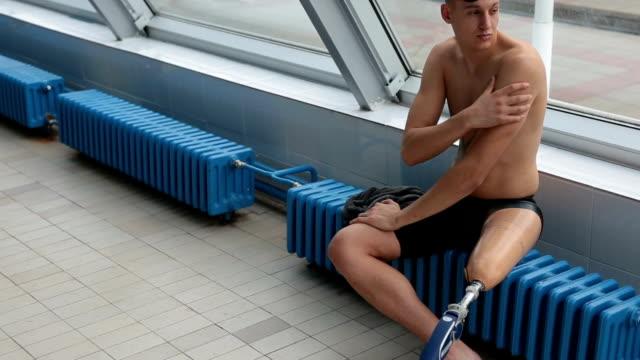 Vastbesloten mannen voorbereiden op een duik