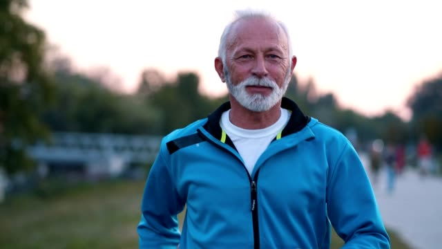 determined senior man jogging - terza età video stock e b–roll