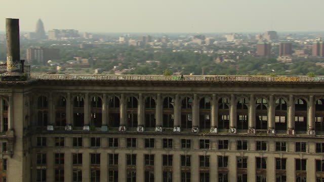 detroit central train station in ruins - 打ち捨てられた点の映像素材/bロール
