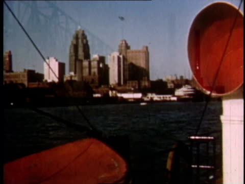 vidéos et rushes de 1951 montage detroit factories on the docks / michigan, united states - michigan