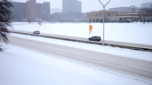 冬にデトロイト、mi の高速道路 - ミシガン州点の映像素材/bロール