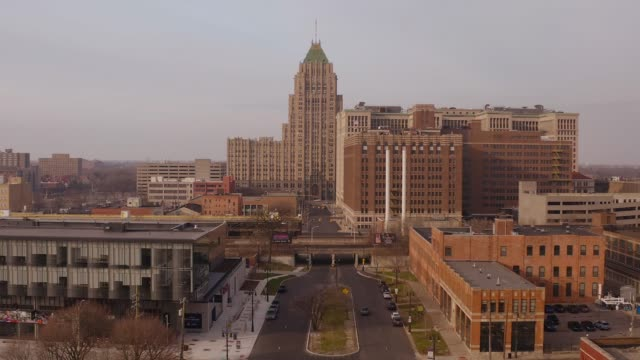 detroit skyline - midwest usa stock videos & royalty-free footage