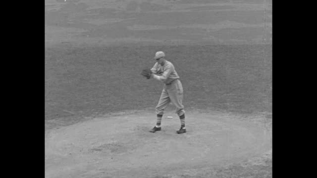 vidéos et rushes de detroit tigers' general crowder pitches in game one of the world series at navin field in detroit / batter drives in a run / crowd cheers while on... - 1934