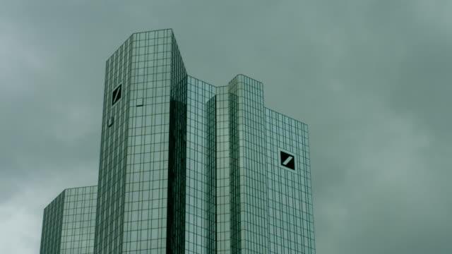 stockvideo's en b-roll-footage met deutsche bank building in frankfurt - toren bouwwerk