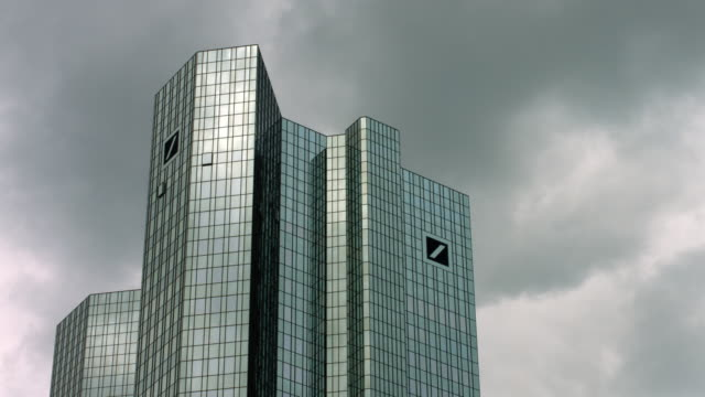 deutsche bank building in frankfurt - krise stock-videos und b-roll-filmmaterial