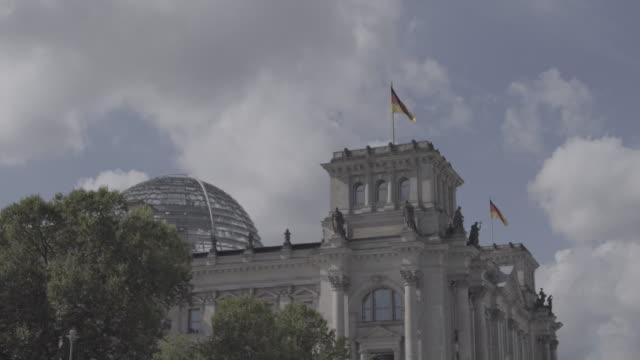 deutschland berlin - the reichstag stock videos & royalty-free footage