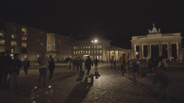 deutschland berlin - seifenblasenring stock-videos und b-roll-filmmaterial