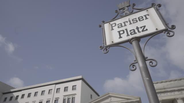 vídeos de stock e filmes b-roll de deutschland berlin - placa de nome de rua