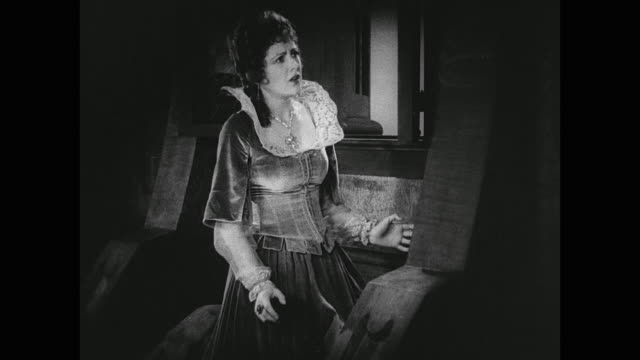 vídeos de stock, filmes e b-roll de a devastated woman collapses - obscured face