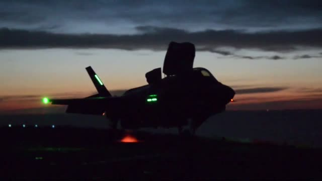 vídeos de stock, filmes e b-roll de developmental testing phase ii of the f35b lightning ii jet is being conducted aboard uss wasp dtii is a collaborative effort among the navy marine... - veículo anfíbio