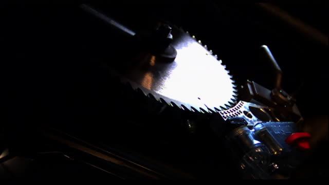 vídeos de stock, filmes e b-roll de a device stops the spinning blade of a circular saw. - serra circular