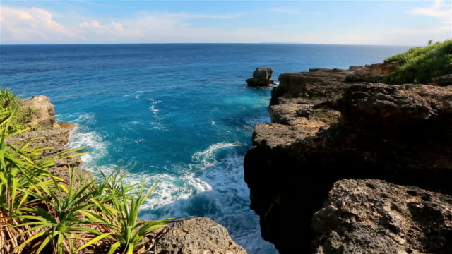 devil's tears-landmark of nusa lembongan island, indonesia. - bay of water stock videos & royalty-free footage