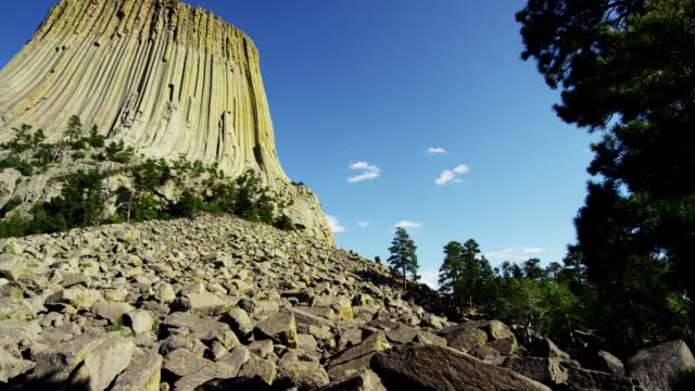 devils tower national monument wyoming national park usa - butte rocky outcrop stock videos & royalty-free footage
