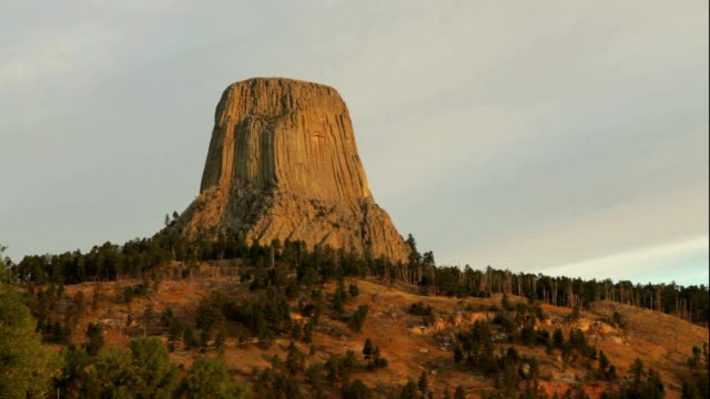 devil's tower sunrise - igneous stock videos & royalty-free footage