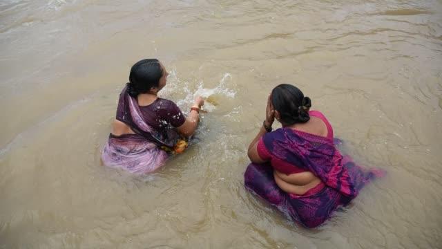 devotee take holy bath at kumbh mela, nashik - sari stock videos and b-roll footage