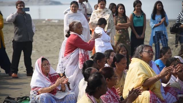 devotees performing nam kirtan on the banks of brahmaputra river in guwahati, india on 15 january 2020. the kirtan ghosha or kirtan ghosha is a... - rhythm stock videos & royalty-free footage