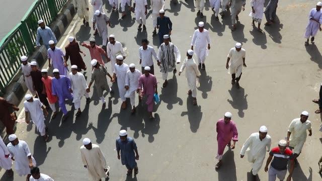 vídeos de stock, filmes e b-roll de dhaka 22 april 2016 - activists of hefajat-e islam bangladesh, a qawmi madrasa-based islamist organization, on friday protested in front of the... - madressa