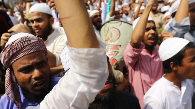 dhaka 22 april 2016 activists of hefajate islam bangladesh a qawmi madrasabased islamist organization on friday protested in front of the baitul... - national mosque stock videos & royalty-free footage