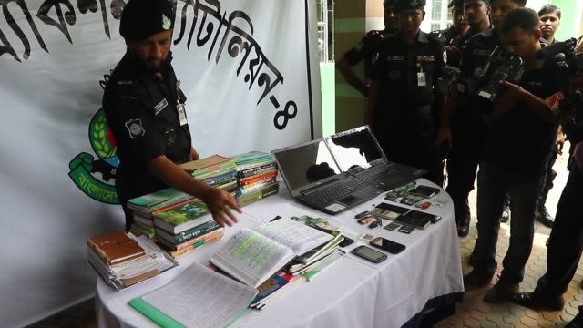 Dhaka Bangladesh 16th Aug 2016 Members of Bangladesh's Rapid Action Battalion force escort four female activists of militant outfit Jam'atul...