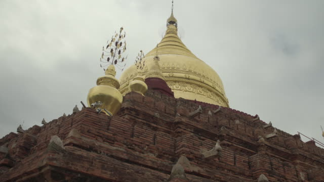 stockvideo's en b-roll-footage met w/s long dolly track side, dhammayazika pagoda, bagan - torenspits